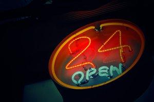 Neon 24 open