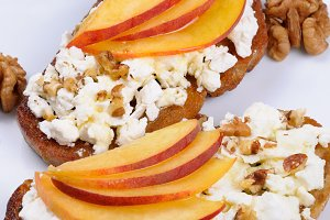 bruschetta with ricotta and peach