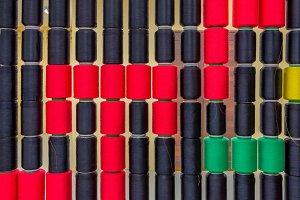 Weaving loom and Raw silk thread