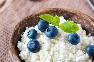 Cottage cheese with blueberries