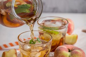 Peach iced tea in glasses