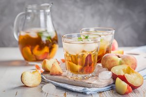 Peach iced tea in glasses