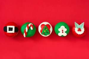 Christmas cupcakes on red background