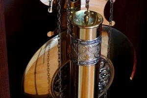 VIDEO.The big clock with a pendulum.