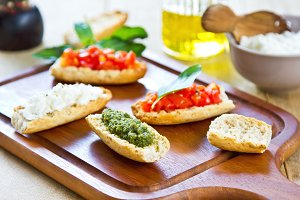 Crostini with Pesto and tomatoes