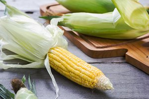 Raw sweet corns