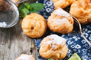Cakes profiteroles with lemonade