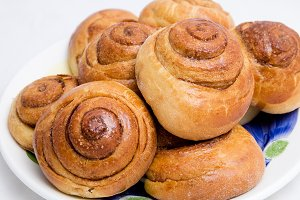 Home-backed buns with cinnamon