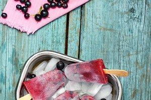 Ice cream,currant and strawberry
