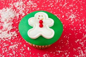 Gingerbread man cupcake