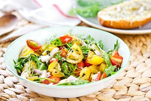 Tomato with sesame and Rocket salad