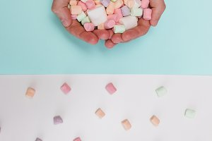 hands with marshmallow
