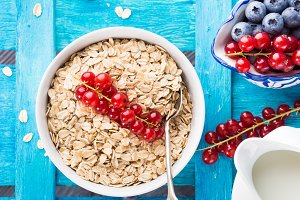 Oats with summer berries