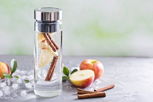 Infused water with apple and cinnamon