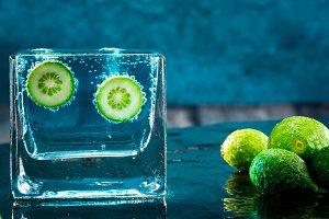 Limes, fruit citrus effervescent