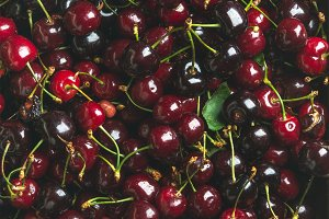 Dark red sweet cherries