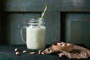 Yogurt with pistachios