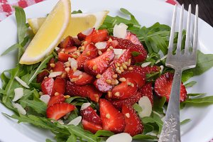 Arugula salad with strawberries