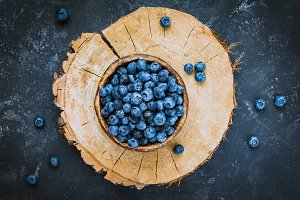 Fresh blueberries in bowl