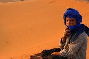 Bereber en el desierto del Sahara