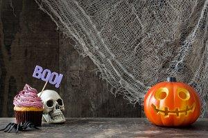 Halloween cupcake, skull and pumpkin
