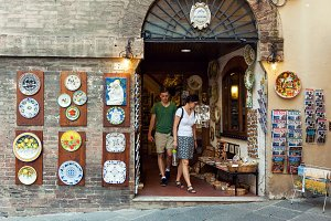 Art and souvenir shop in Italy