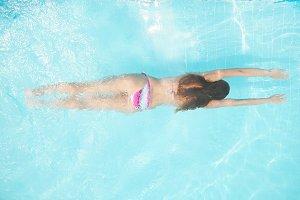 woan in pool
