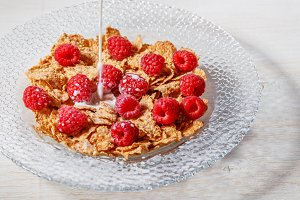 Wheat flakes with raspberries