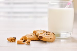 Milk & Cookies product photography