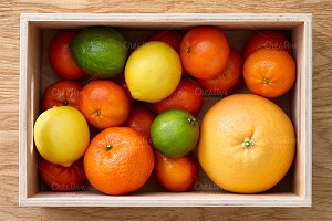 Mixed citrus fruits in the box