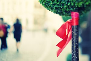 Red bow on decorative tree.