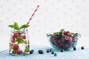 Fresh raspberry mojito (lemonade)