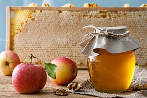 Honey jar with fresh apples