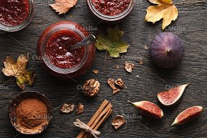 Fig jam with ingredients