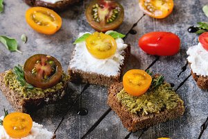 Small sandwiches with tomatoes
