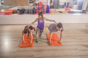 Fitness instructor training people