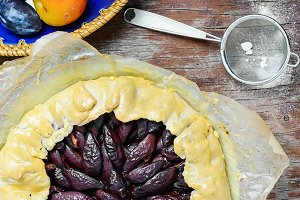 Pie with plums