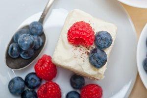 fresh berries cake