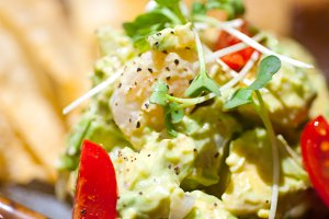 shrimps avocado salad