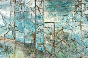 Patterns of broken glass