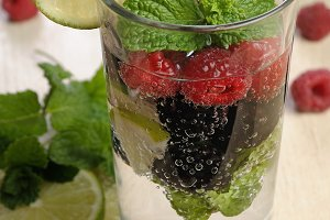 Lemonade with berries