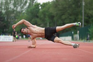 strong man running track side plank