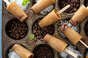 Coffee and cream popsicles with chocolate fudge