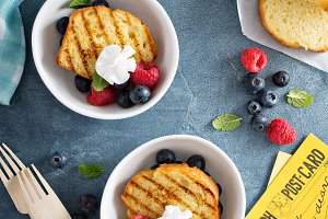 Grilled pound cake with fresh berries