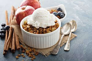 Apple crisp with vanilla ice cream