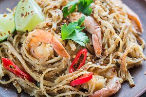 Thai fried rice noodles with shrimps