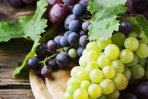 Black and yellow grape