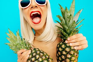 Positive blonde with pineapple