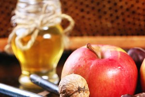 Honey, nuts and apples