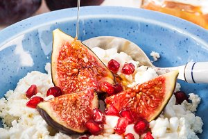 Breakfast with cottage cheese, figs
